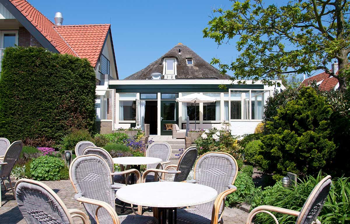 The garden of Hotel op Diek