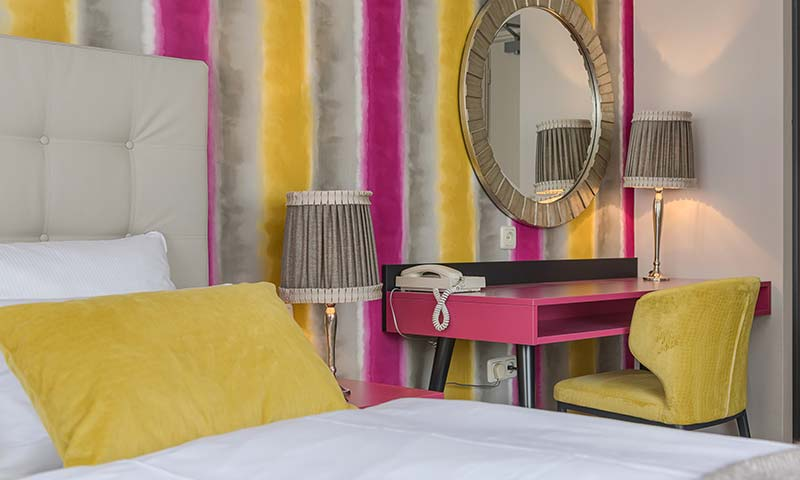 Comfort double room with dressing-table mirror